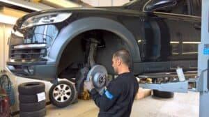 Audi Q7 Bremse V. ersetzen